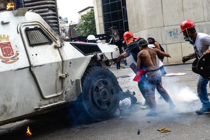 Tanqueta atropelló manifestantes