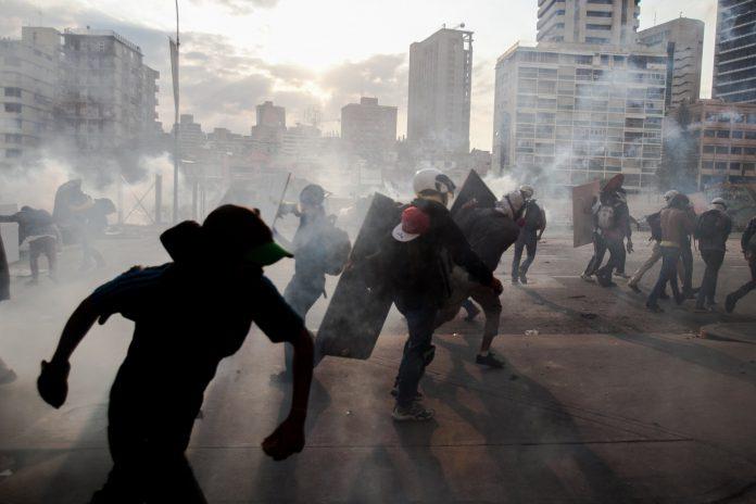 Seis muertos, protestas, país