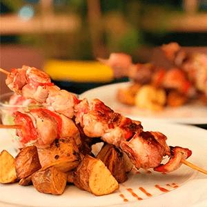 brocheta-de-pollo_kourosh-bar-restaurante_cercademy